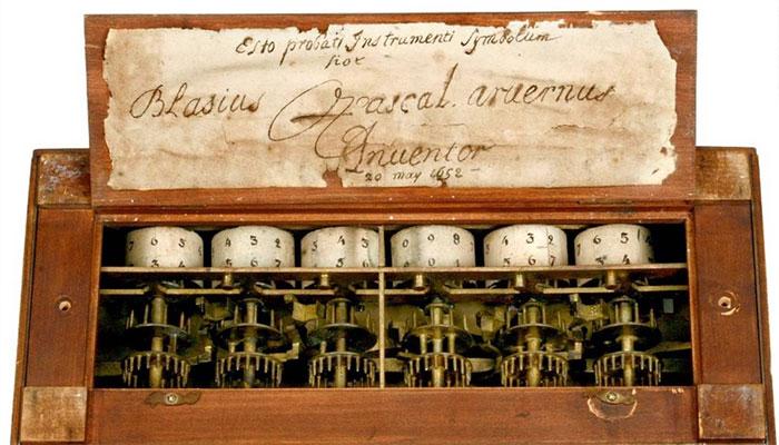 Máy tính toán học vào thế kỷ 17.