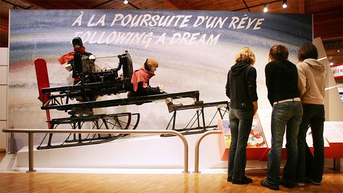 Nguyên mẫu chiếc xe trượt tuyết đầu tiên được trưng bày tại bảo tàng.