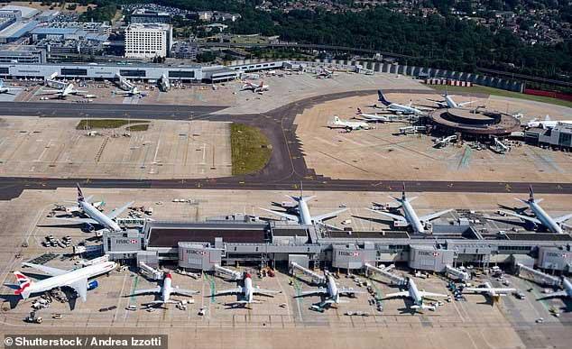 Hãng hàng không British Airways phải hủy hàng trăm chuyến bay vì dịch bệnh Covid-19 lây lan