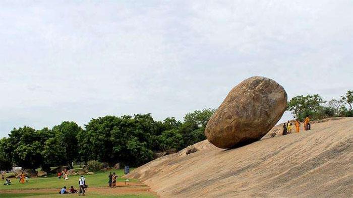Tảng đá khổng lồ