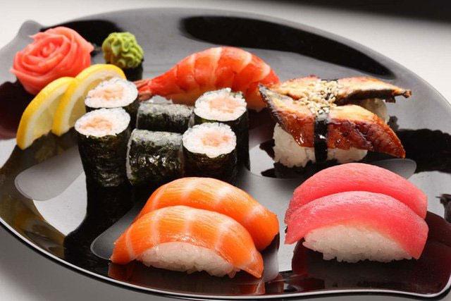Hầu hết các loại cá được sử dụng trong sushi và sashimi đều là những loài cá lớn như: Cá ngừ, cá đuôi vàng...