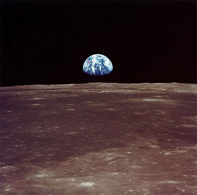 Trái đất được nhìn từ Mặt Trăng.