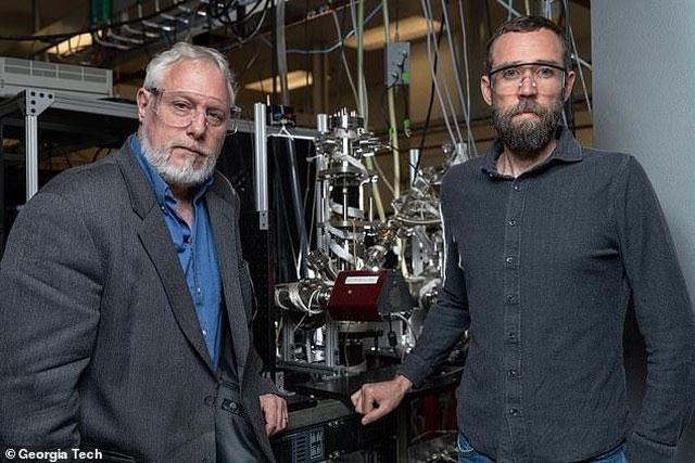 Dự án là sự hợp tác giữa Thomas Orlando (trái) và Brant Jones (phải) của Georgia Tech.