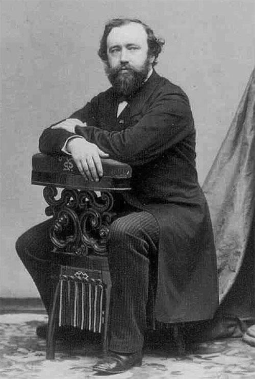 """Đây là ông Adolphe Sax, nhà phát minh sở hữu tuyệt chiêu """"Từ chối tử thần""""!"""