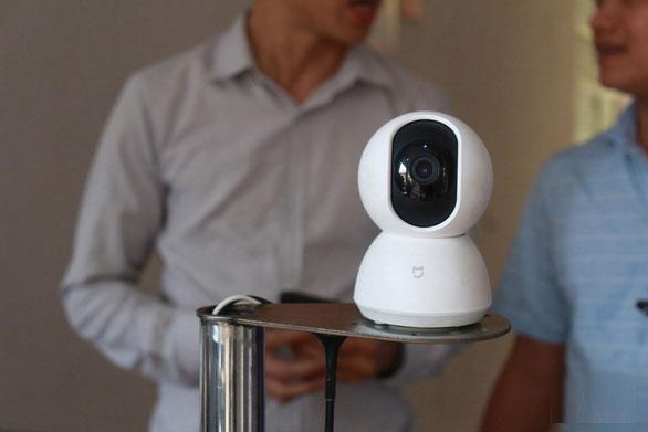 Bác sĩ và người cách ly có thể trao đổi qua hệ thống loa, micro trên robot mà không cần tiếp xúc trực tiếp