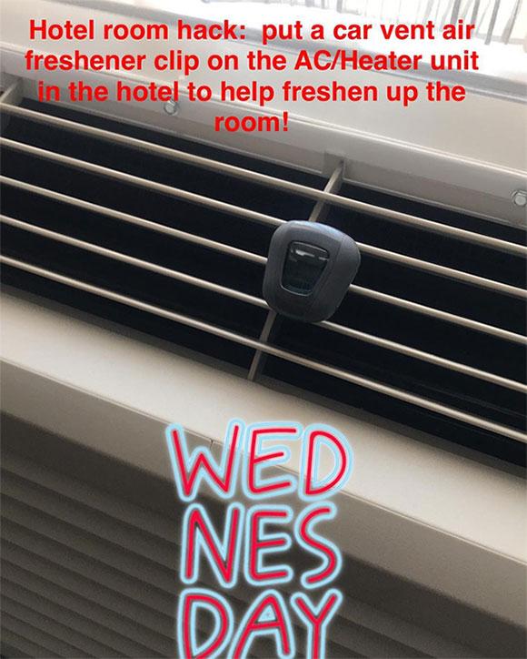 Nếu phòng có mùi khó chịu, bạn có thể dùng dụng cụ làm sạch không khí trên xe ô tô để đặt trong phòng.