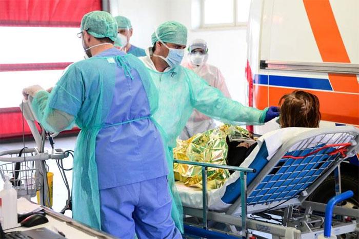 Chưa có thuốc đặc trị cho người bệnh nhiễm SARS-CoV-2.