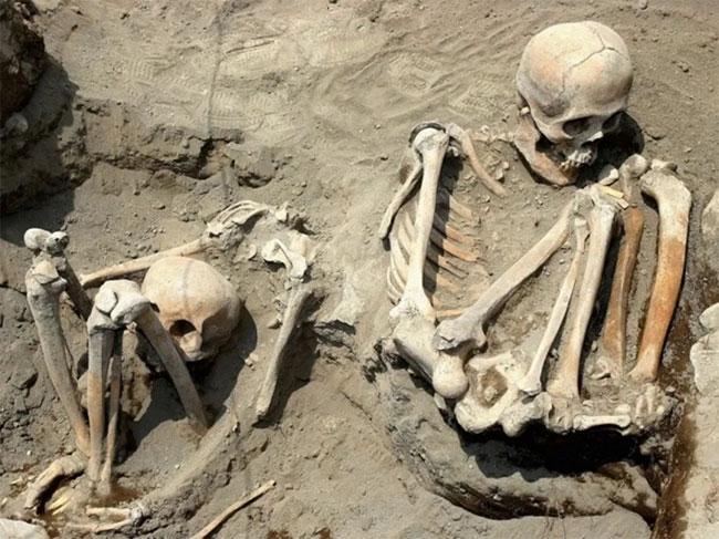 Hai trong 50 bộ xương người thời kỳ Tiền Tây Ban Nha được phát hiện.