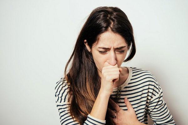 Ho khan nhiều lần trong ngày còn khiến cho tiểu không tự chủ ở phụ nữ.