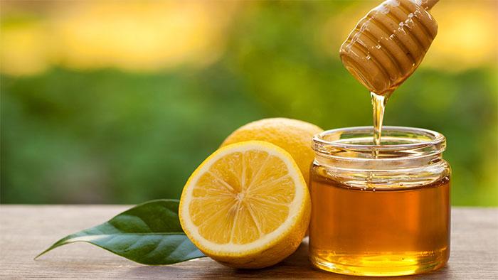 Mật ong chứa tinh chất có khả năng kháng khuẩn, có thể trị ho khan an toàn, hiệu quả.