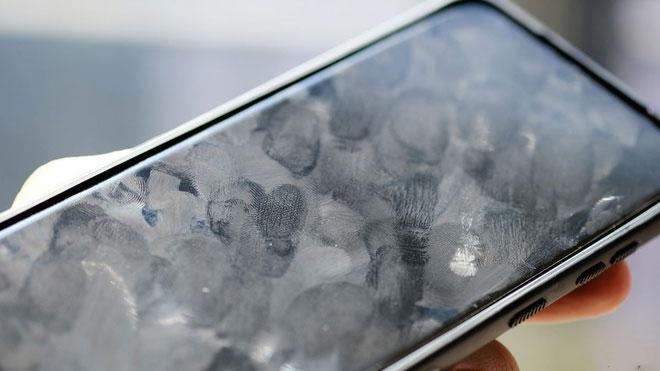 Điện thoại được cho là bẩn hơn cả bồn cầu