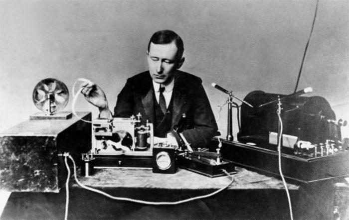 Kỹ sư điện/nhà phát minh Guglielmo Marconi.