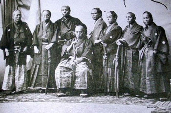 Con cái của samurai không có sức khỏe tốt như cha.