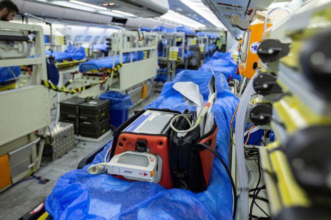 Máy bay Medevac có nhiều trang thiết bị mà bạn có thể thấy trong một bệnh viện thông thường