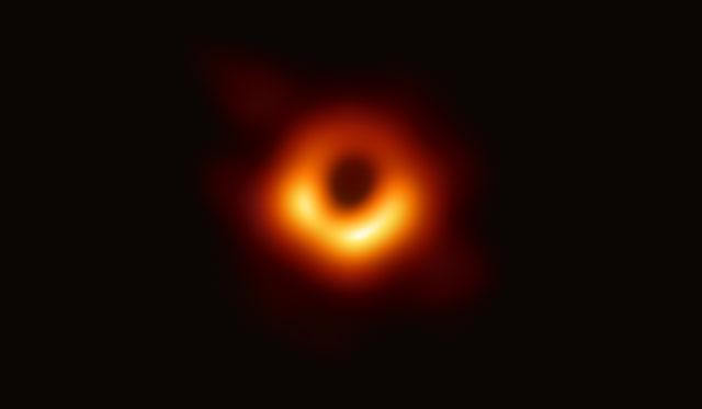 Hình ảnh đầu tiên về một lỗ đen.