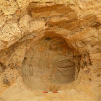 Phát hiện hang đá sa thạch 700 năm tuổi