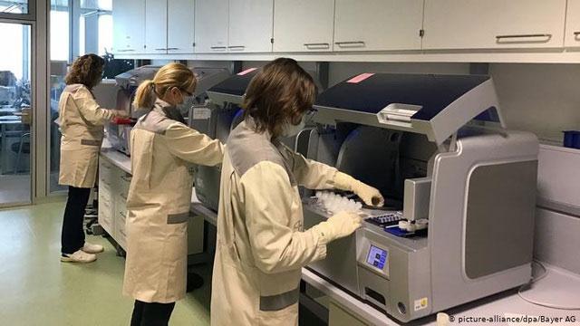 Một phòng thí nghiệm phản ứng chuỗi polymerase (PCR).