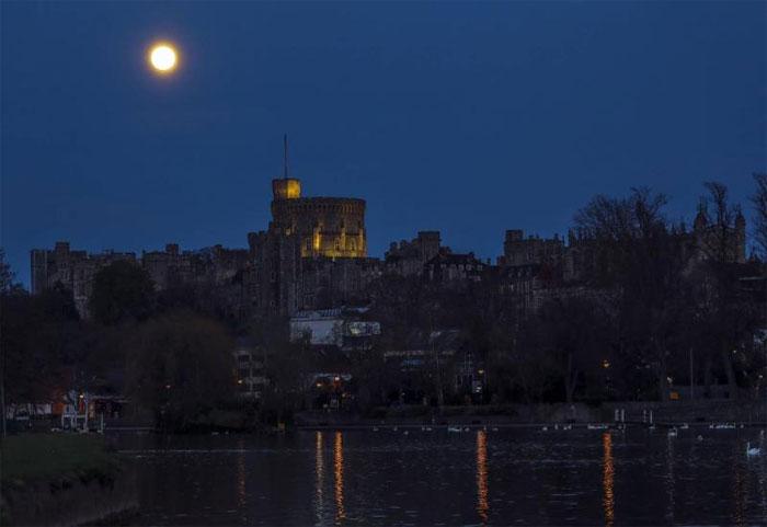 Siêu trăng hồng diễn ra vào tối 7/4 ở nhiều khu vực trên thế giới và đạt đỉnh vào rạng sáng 8/4.