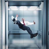 Cách xử lý khi thang máy rơi tự do