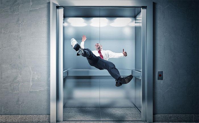 Hầu như không có trường hợp nào tử vong khi thang máy rơi.
