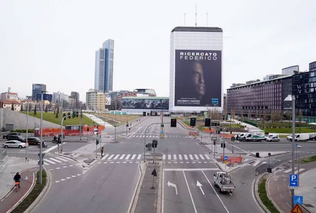 Những con đường vắng tanh ở TP Milan - Ý.