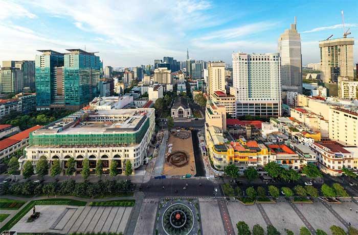 Toàn cảnh khu vực ga ngầm Nhà hát thành phố nhìn từ trên cao.