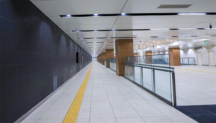 Tầng B1 gồm sảnh đợi, máy bán vé, cổng thu phí tự động…