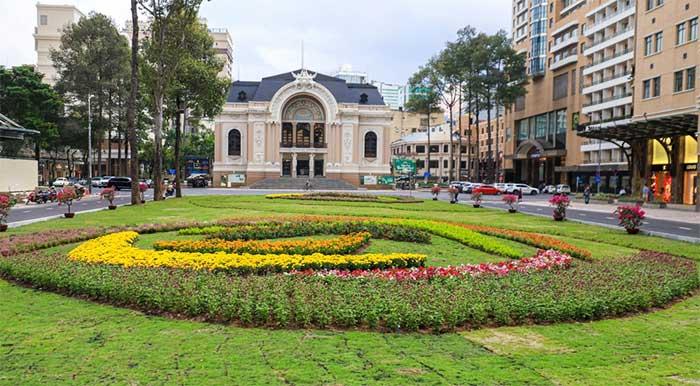 Mặt bằng khu vực trước Ga Nhà hát Thành phố.