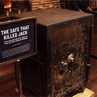 Bí ẩn về chiếc két sắt lấy mạng triệu phú