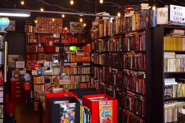Các cửa hàng sách thường gợi lên nhiều ký ức do sách có mùi rất riêng.