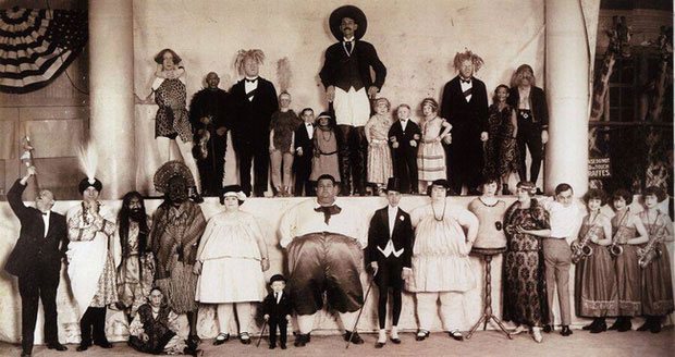 Các thành viên trong gánh xiếc Barnum & Bailey.