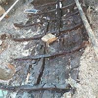 """Bất ngờ phát hiện thuyền """"khâu"""" 2.000 năm tuổi dưới lòng đất"""