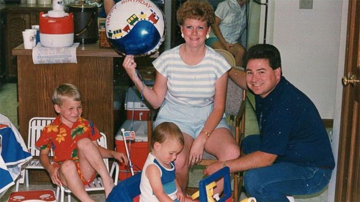 Gia đình của Hoagland ngày vẫn còn hạnh phúc.