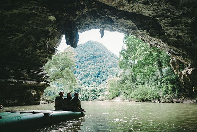 Hệ thống hang Tú Làn, Quảng Bình
