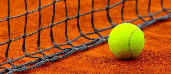 Làm cách nào để có thể ném được quả bóng tennis đi mà nó vẫn trở lại về phía bạn được?