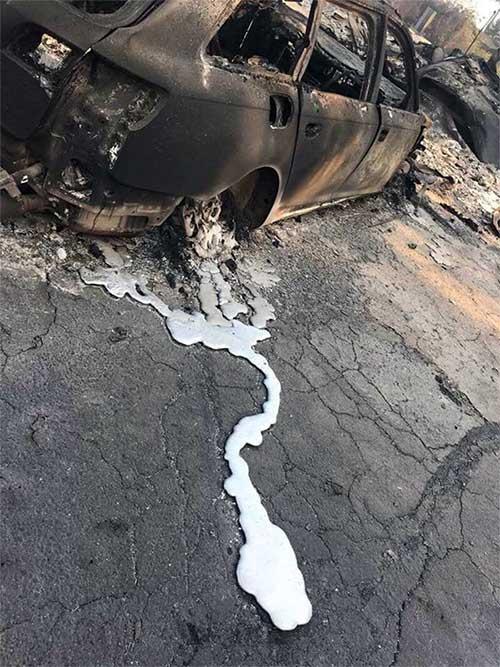 Vì đúc phân mảnh nên khi cháy, chúng ta sẽ thấy hiện tượng có phần vỡ vụn, có phần chảy tan như sáp nến.