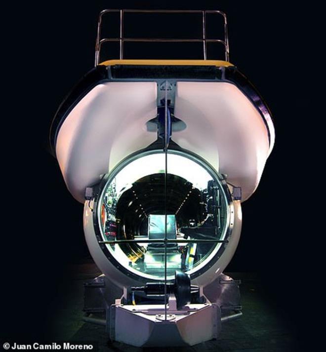 Tàu được lắp ráp tại cơ sở sản xuất của Triton, thành phố Barcelona, Tây Ban Nha.