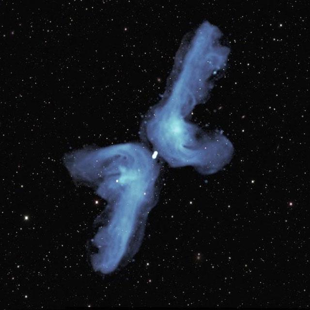 Thiên hà PKS 2014-55 có hình dạng như một chiếc boomerang kép