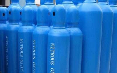 """Dinitơ oxit là một chất không màu, không mùi, còn được gọi là """"khí cười""""."""