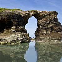 Khám phá những hang động biển kì vĩ nhất thế giới