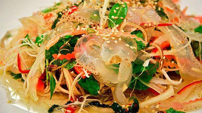 Sứa biển là món ăn mát, bổ được sử dụng để chế biến một số món hợp với ngày hè.