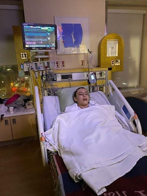 Jack hôn mê trên giường bệnh viện