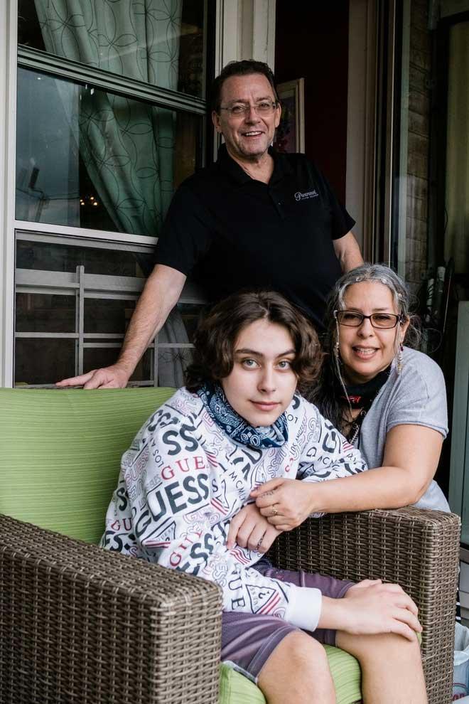 Cậu bé Jack McMorrow và bố mẹ tại căn hộ ở Queens.