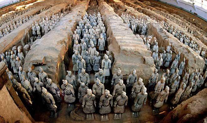 Đội quân đất nung trong lăng mộ vua Tần Thủy Hoàng.