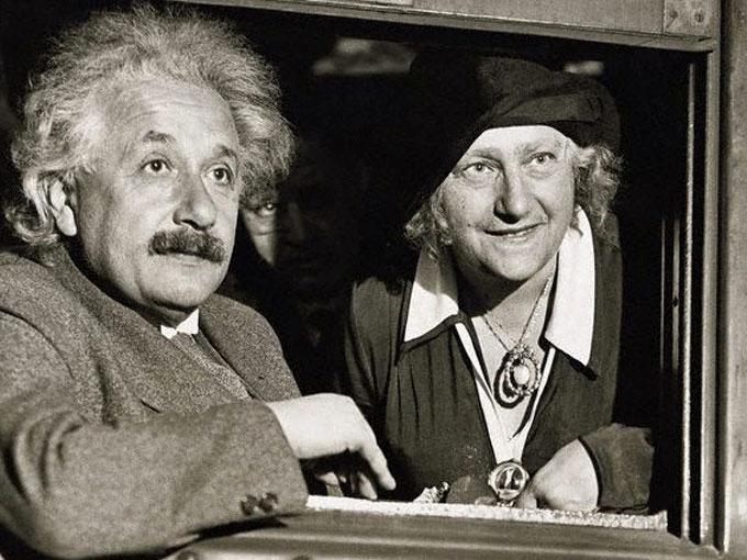 Einstein đã ngoại tình với em họ của mình, bà Elsa Löwenthal.