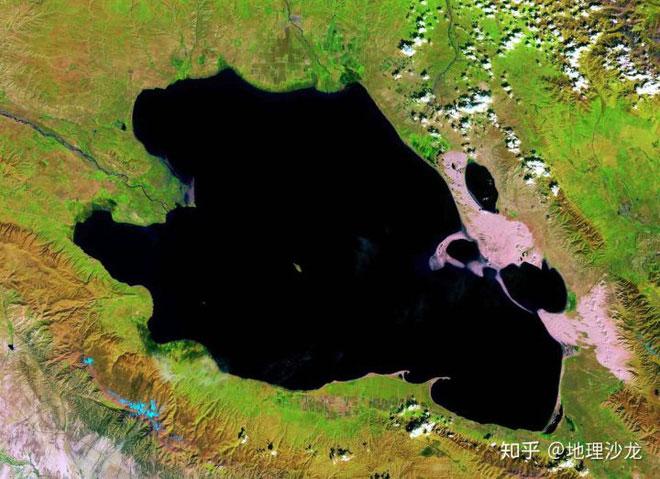 Hồ Thanh Hải hay hồ Koko Nor là hồ lớn nhất Trung Quốc