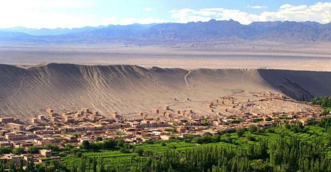 Lưu vực Turpan có độ cao 154 mét dưới mực nước biển (thấp hơn mực nước biển 154 mét).