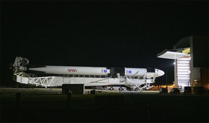 """Buổi phóng lịch sử cũng đánh dấu sự trở lại cho mẫu logo """"con sâu"""" màu đỏ của NASA"""