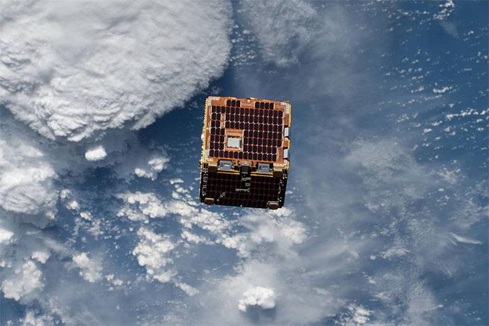 """Thiết bị giăng lưới, """"bắt"""" rác vũ trụ của NASA."""