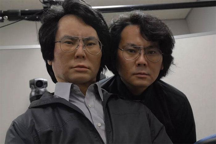 Đạo diễn Ishiguro và bản sao robot của mình